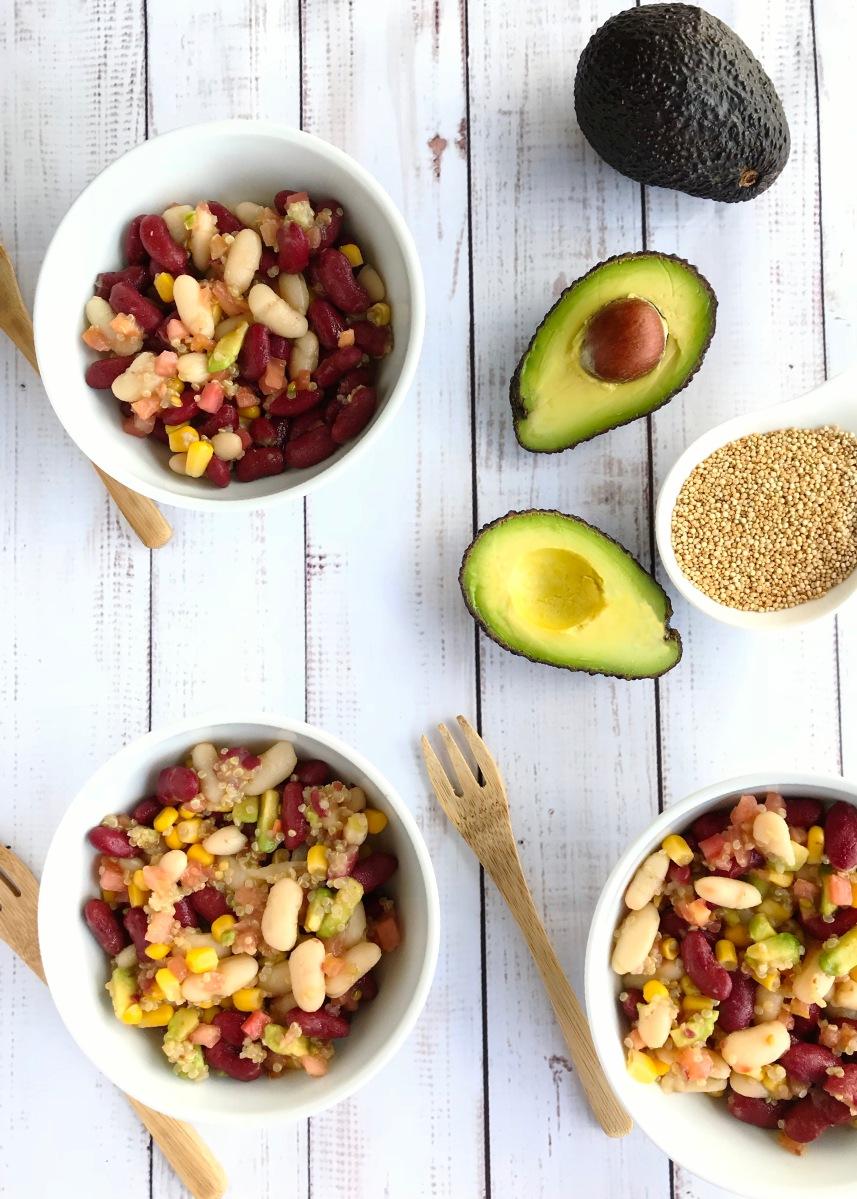 Ensalada de aguacate, judias rojas y un toque de quinoa