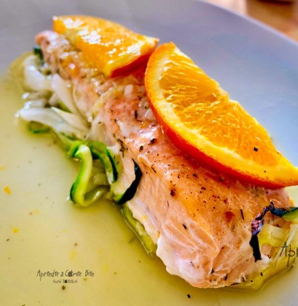 Salmón en papillote con salsa de naranja